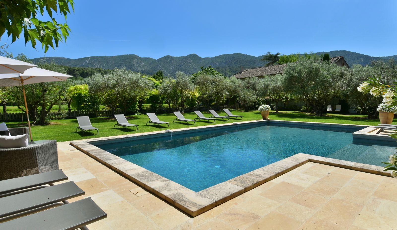 Provence location villa luxe luberon avec piscine privee for Location villa guyane piscine