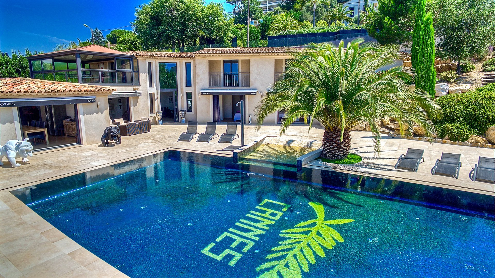Cote d 39 azur location villa luxe cannes avec piscine vue mer panoramique for Location luxe