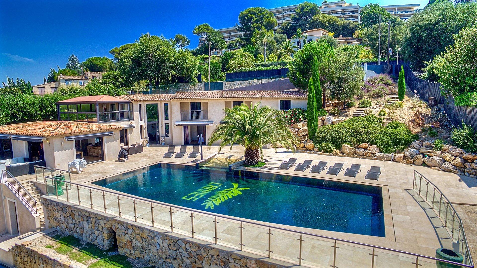 cote d 39 azur location villa luxe cannes avec piscine vue mer panoramique. Black Bedroom Furniture Sets. Home Design Ideas