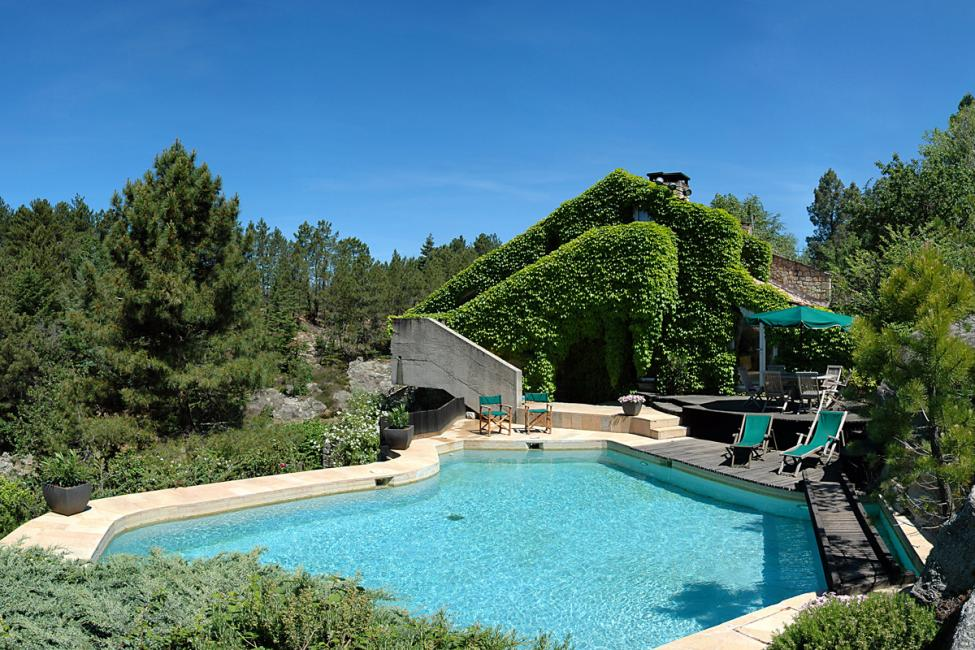 Location d 39 une villa de luxe avec piscine en ardeche for Ardeche location maison avec piscine