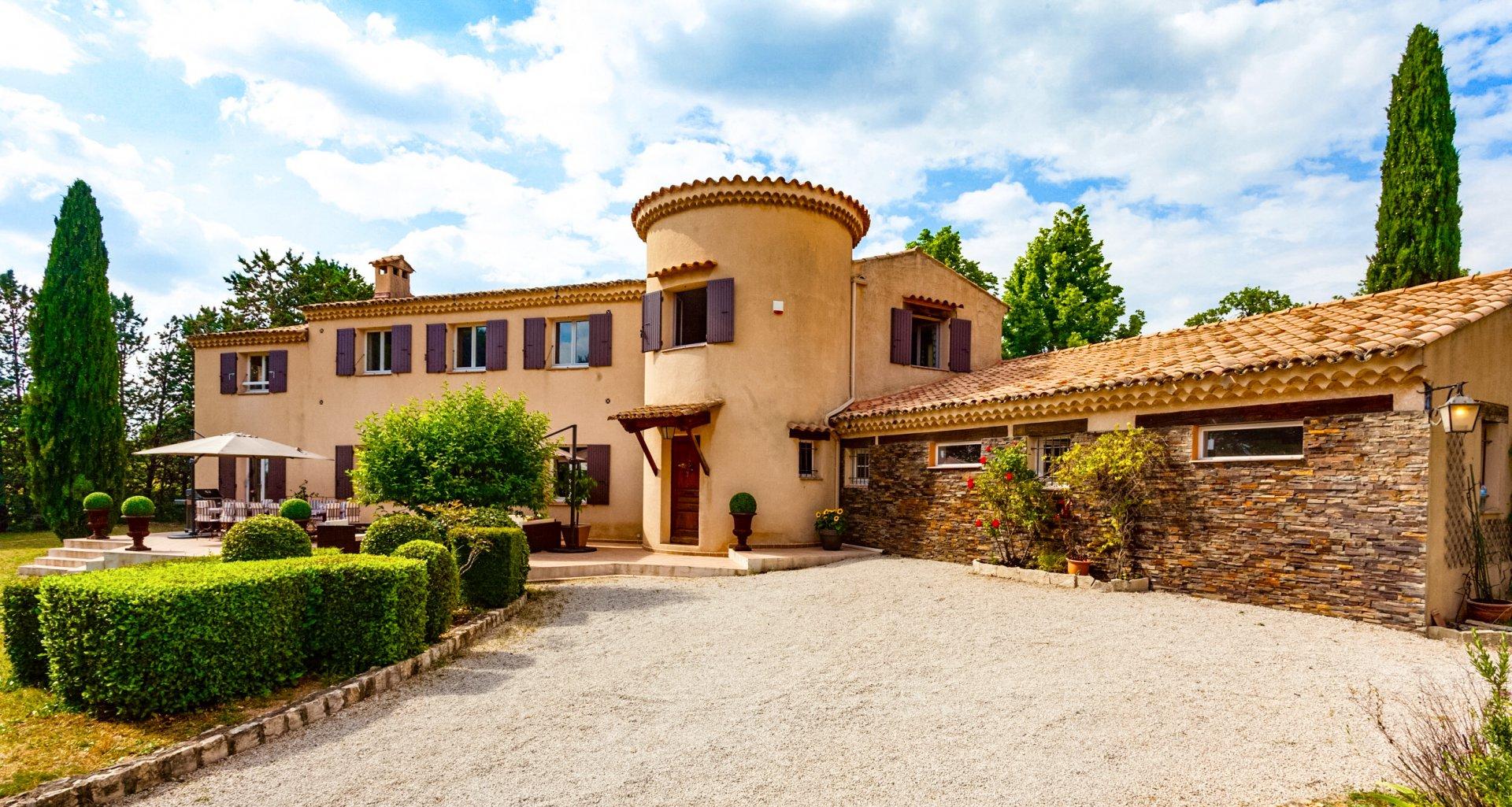 Aix en provence location villa luxe provence avec piscine privee for Villa de luxe canada