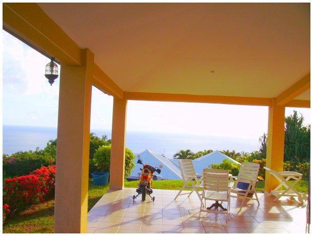 Location vacances d 39 une villa avec piscine pr s de fort de - Piscine tubulaire castorama fort de france ...