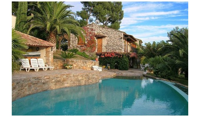 Location villa hyeres carqueiranne dans le var piscine for Piscine carqueiranne