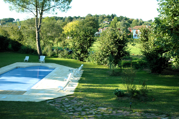 Pyrenees atlantiques location appartements residence for Residence vacances avec piscine