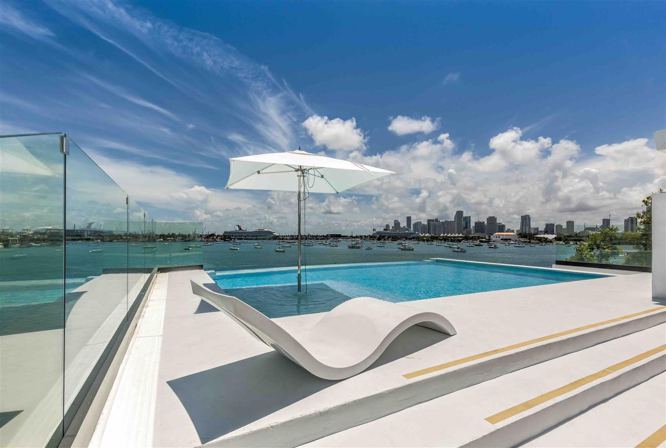 Location villa de luxe miami beach en bord de mer avec for Location villa miami avec piscine
