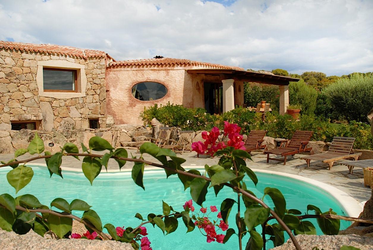 Amazing ... LOCATION VACANCES SARDAIGNE   Villa De Luxe Avec Piscine Privée Près De  La Costa Smeralda ...