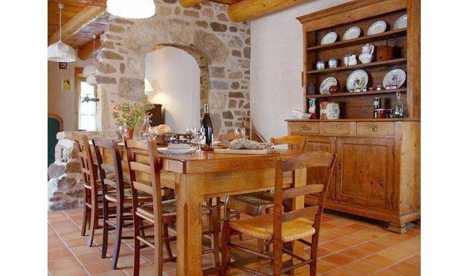 auvergne chambre d 39 hotes de charme clermont ferrand peche table d 39 hotes. Black Bedroom Furniture Sets. Home Design Ideas