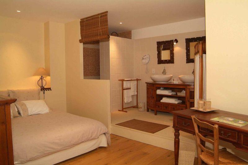 bourgogne chambres d 39 hotes beaune piscine chambre procucteurs vins. Black Bedroom Furniture Sets. Home Design Ideas