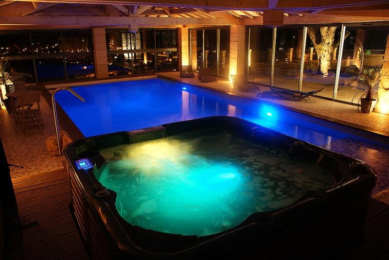 Location villa luxe à sarlat en dordogne pour 15 à 20 pers piscine intérieure
