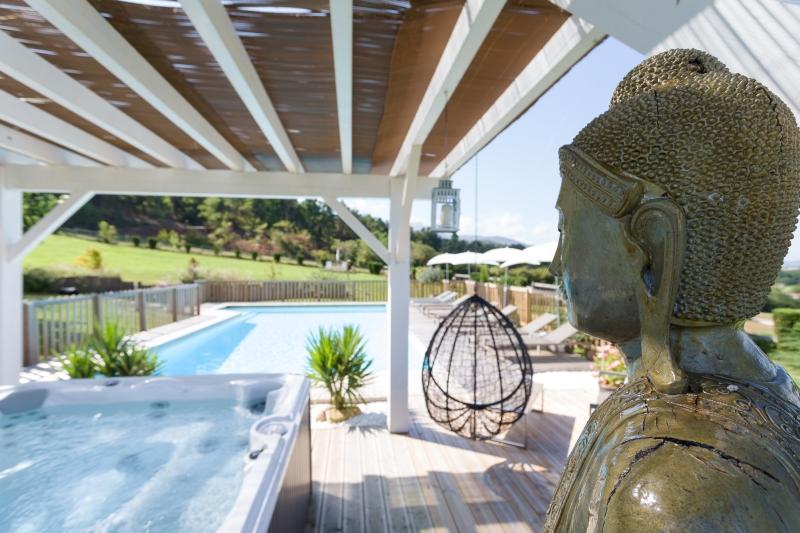 Cote atlantique location vacances avec piscine st jean de luz for Camping st jean de luz bord de mer avec piscine
