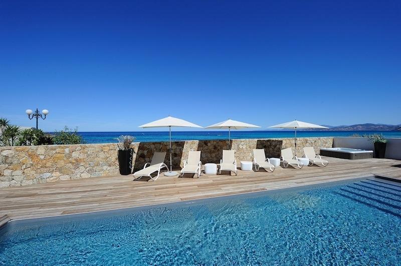 R sidence h teli re de luxe 5 sur la plage ile rousse for Location garage ile rousse