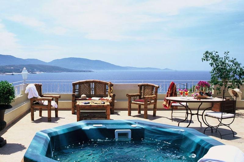 Suites charme appartements avec piscine et jacuzzi priv for Suite avec jacuzzi et piscine privee