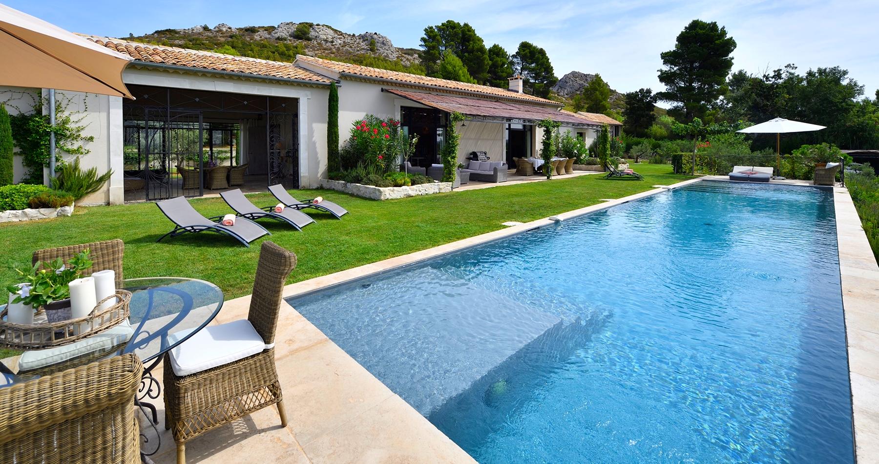 Saint remy de provence location villa luxe provence for Camping saint remy de provence avec piscine