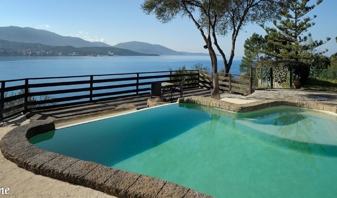 Location vacances propriano villa de caractere vue mer for Jacuzzi ou piscine
