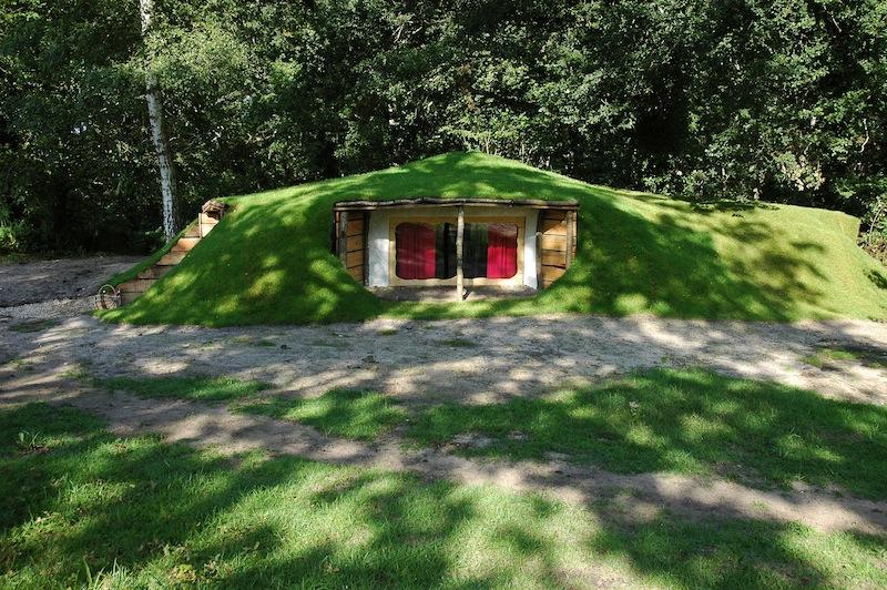 cabane perch e maison de hobbit chambres d 39 hotes pr s de. Black Bedroom Furniture Sets. Home Design Ideas