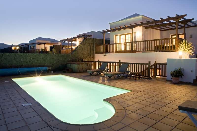 Iles canaries lanzarote location vacances villa playa blanca for Location villa lanzarote avec piscine