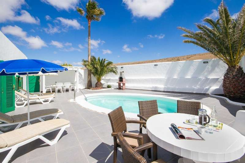 Iles canaries lanzarote location vacances villa tinajo for Location villa lanzarote avec piscine