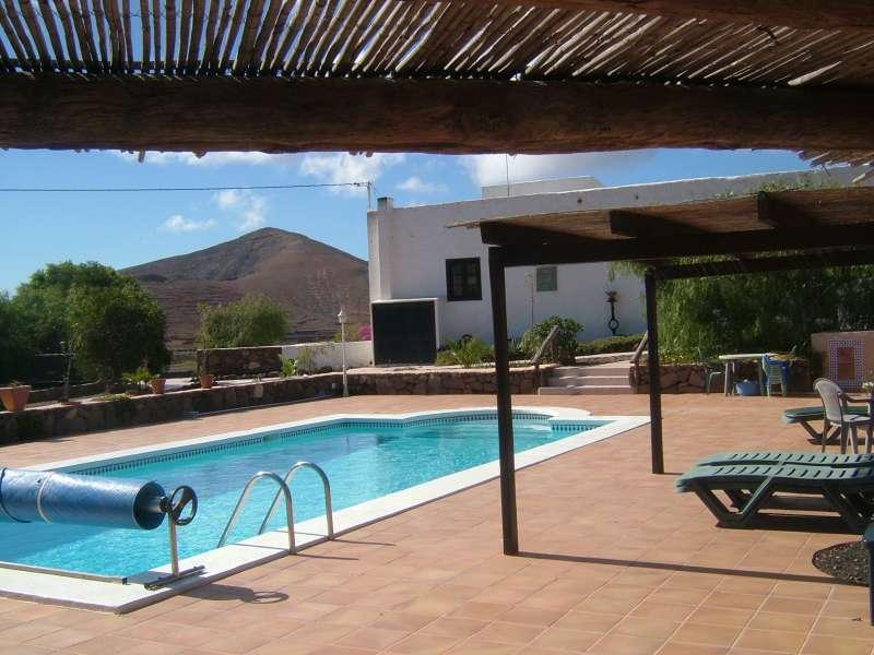 location villa lanzarote femes avec piscine au coeur d 39 une