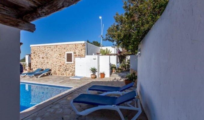location villa ibiza piscine priv e bord de mer cala tarida iles. Black Bedroom Furniture Sets. Home Design Ideas