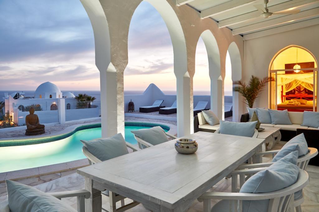 Location villa de luxe ibiza piscine priv e pieds dans l 39 eau cala - Maison de charme rustique baleares ibiza ...