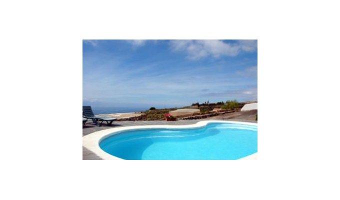 Location maison tenerife guia de isora avec piscine dans for Piscine 20eme