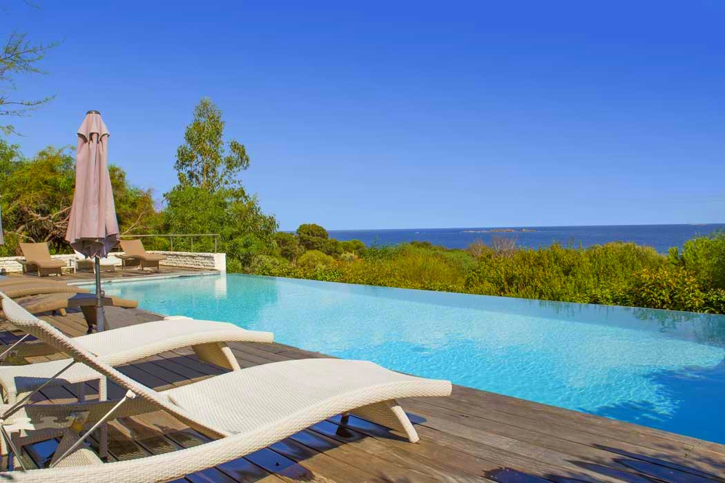Location villa bonifacio 8 pers piscine privee plage 600m for Piscine en corse