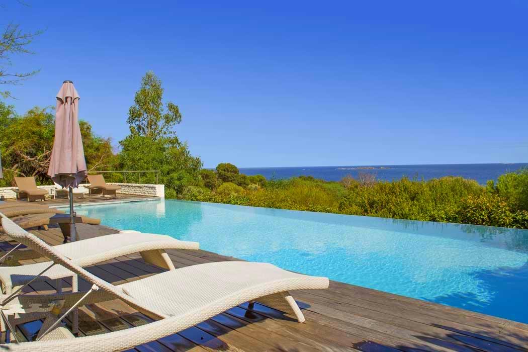 Location villa bonifacio 8 pers piscine privee plage 600m en corse for Location villa