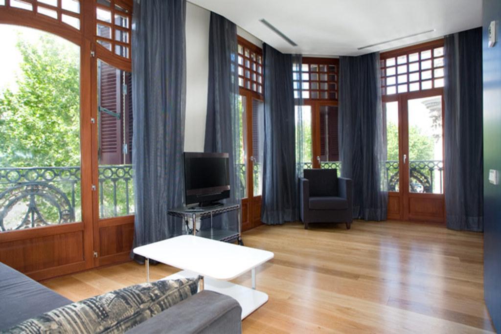 Catalogne location vacances appartement ramblas barcelone for Location appartement design barcelone