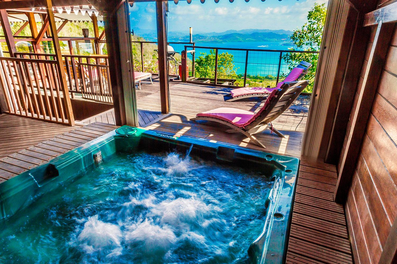 location villa martinique avec jacuzzi et vue paradisiaque sur la. Black Bedroom Furniture Sets. Home Design Ideas