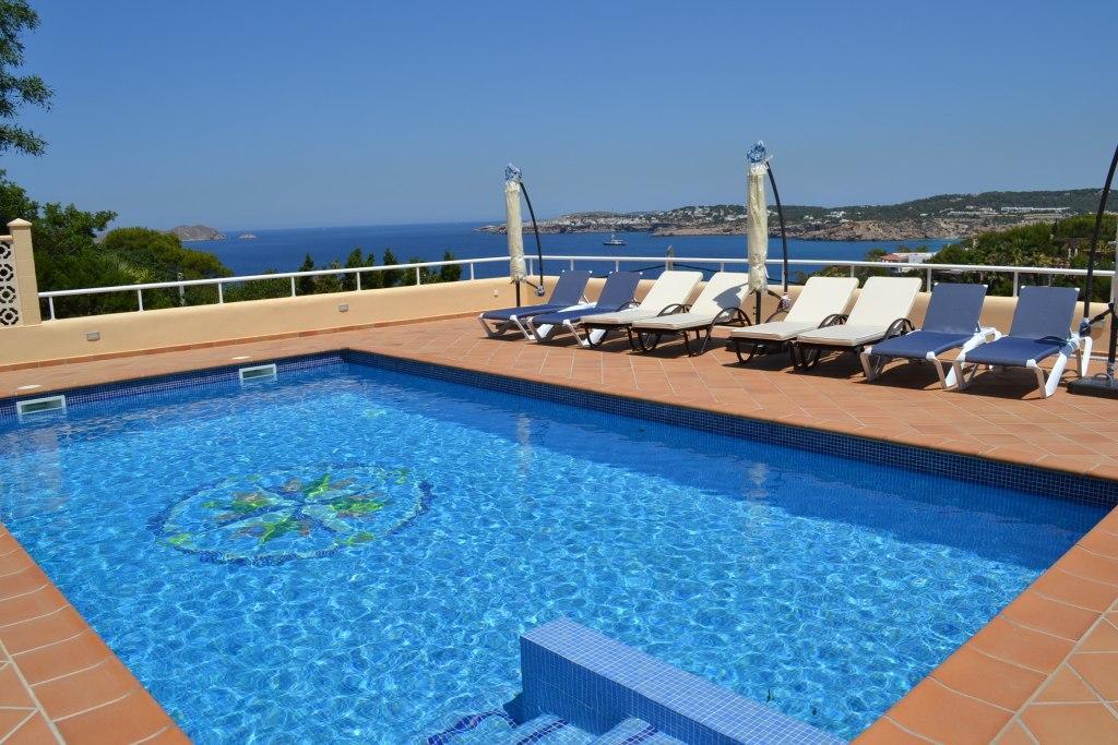 Location villa ibiza luxe piscine priv e bord de mer cala moli for Villa luxe mer