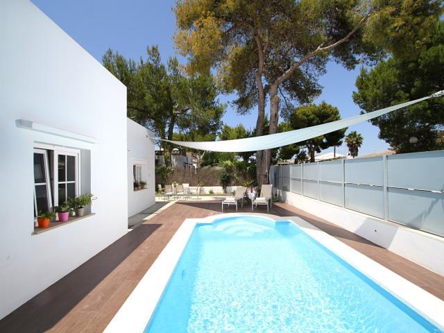 location villa majorque piscine priv e bord de mer port alcudia. Black Bedroom Furniture Sets. Home Design Ideas