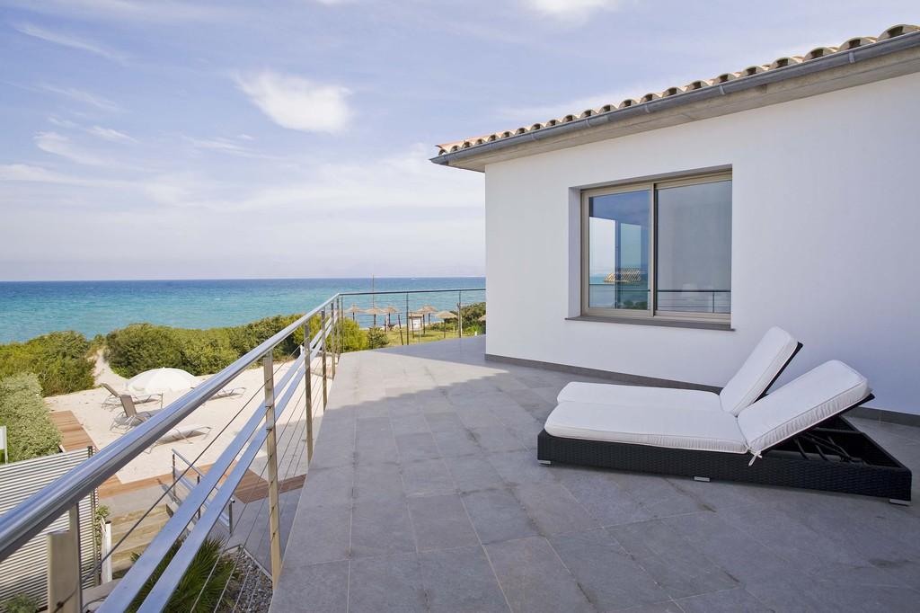 location villa majorque pieds dans l 39 eau playa de muro les bal ares. Black Bedroom Furniture Sets. Home Design Ideas