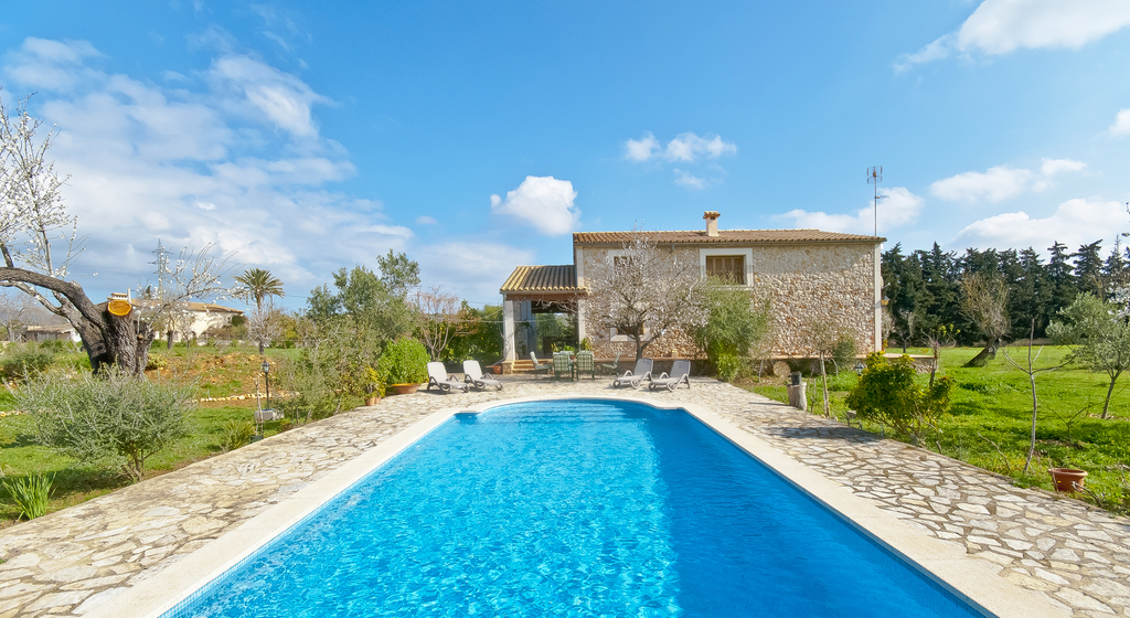 location villa majorque piscine priv e buger les bal ares. Black Bedroom Furniture Sets. Home Design Ideas