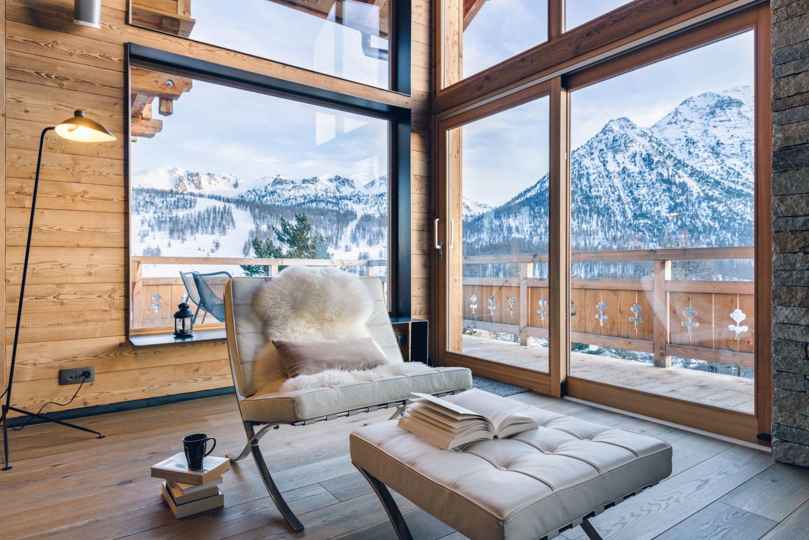 Location chalet luxe montgenevre pied des pistes spa services conciergerie for Location luxe