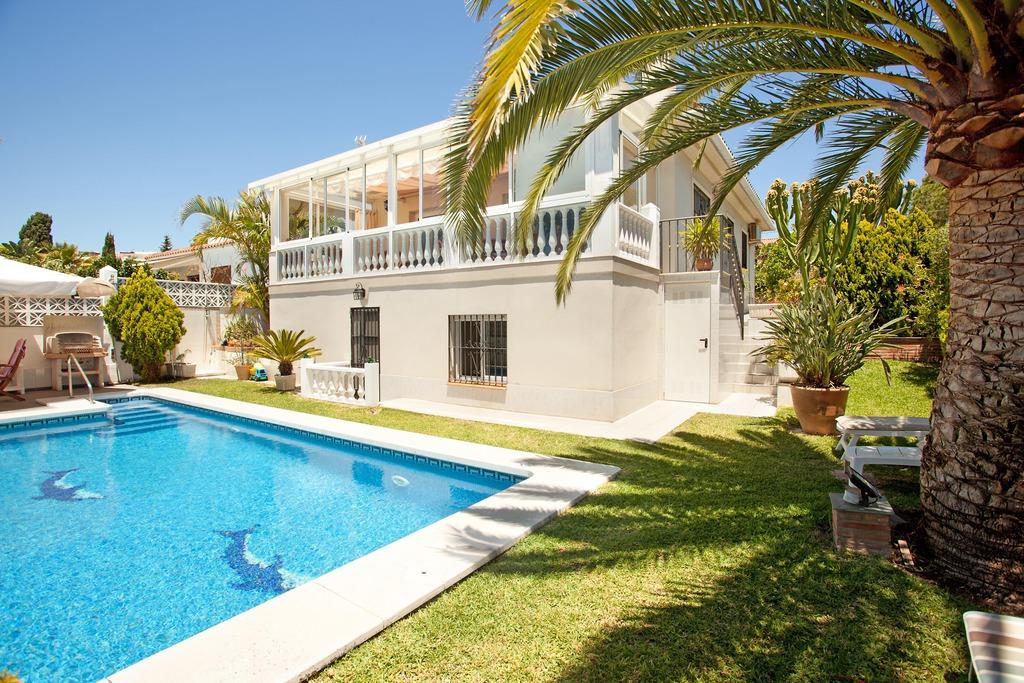 costa del sol malaga marbella maison vacances location villa marbella costabella avec piscine. Black Bedroom Furniture Sets. Home Design Ideas