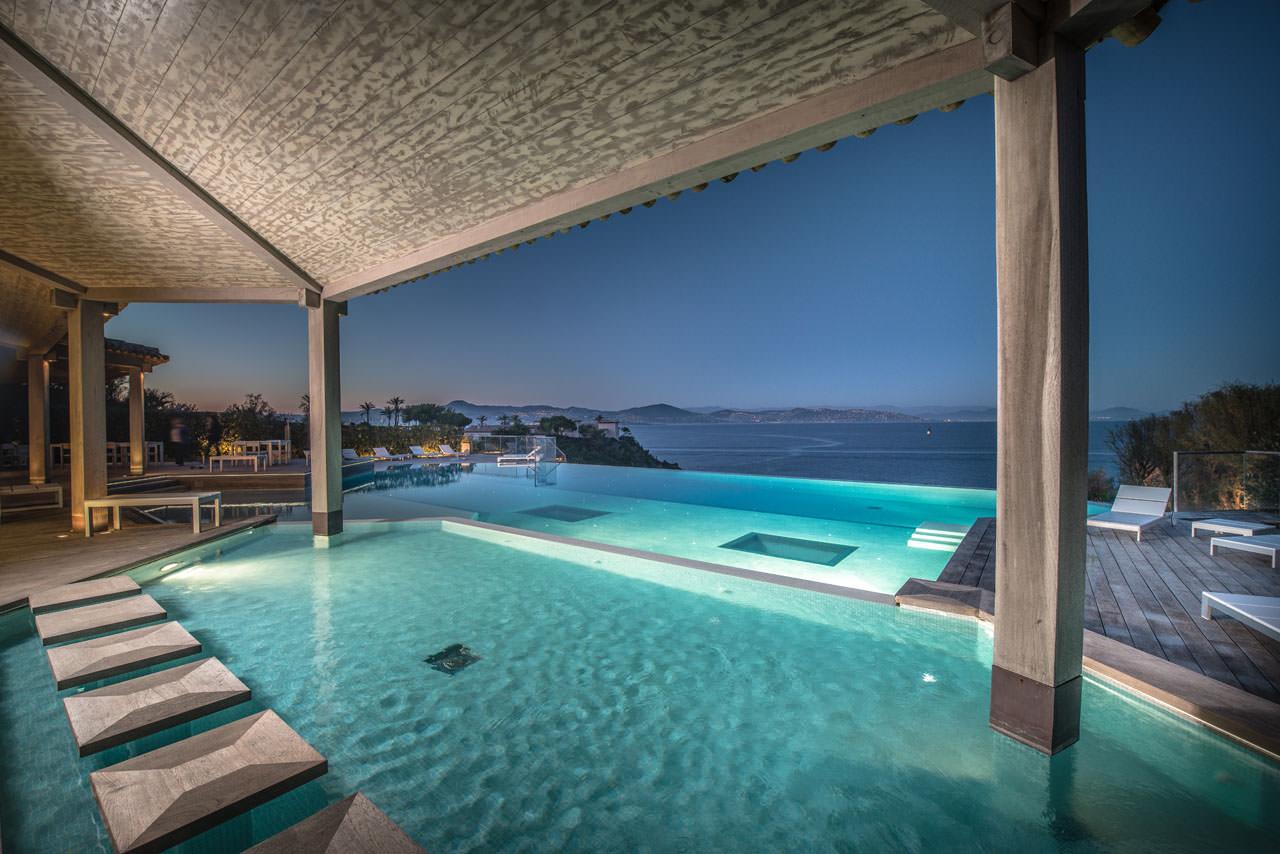 Location villa luxe saint tropez piscine chauff e avec vue for Piscine saint tropez