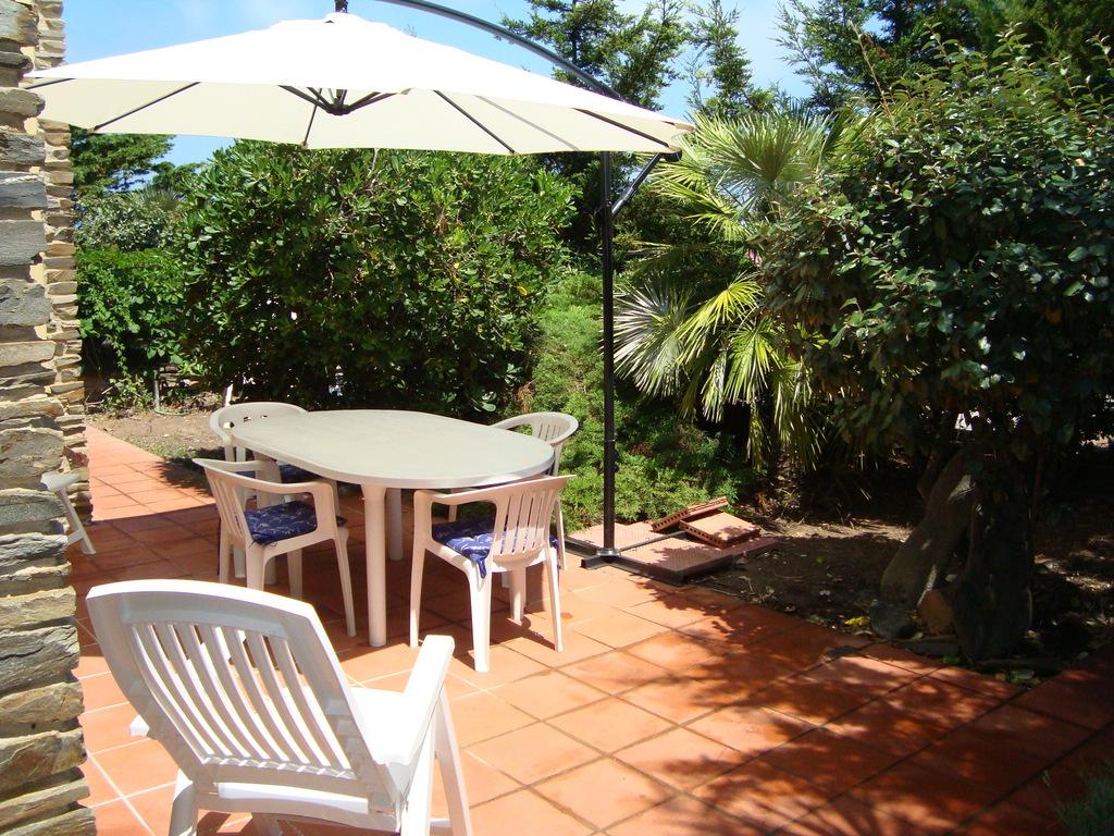 Location vacances d\'un appartment avec terrasse et un jardin ...