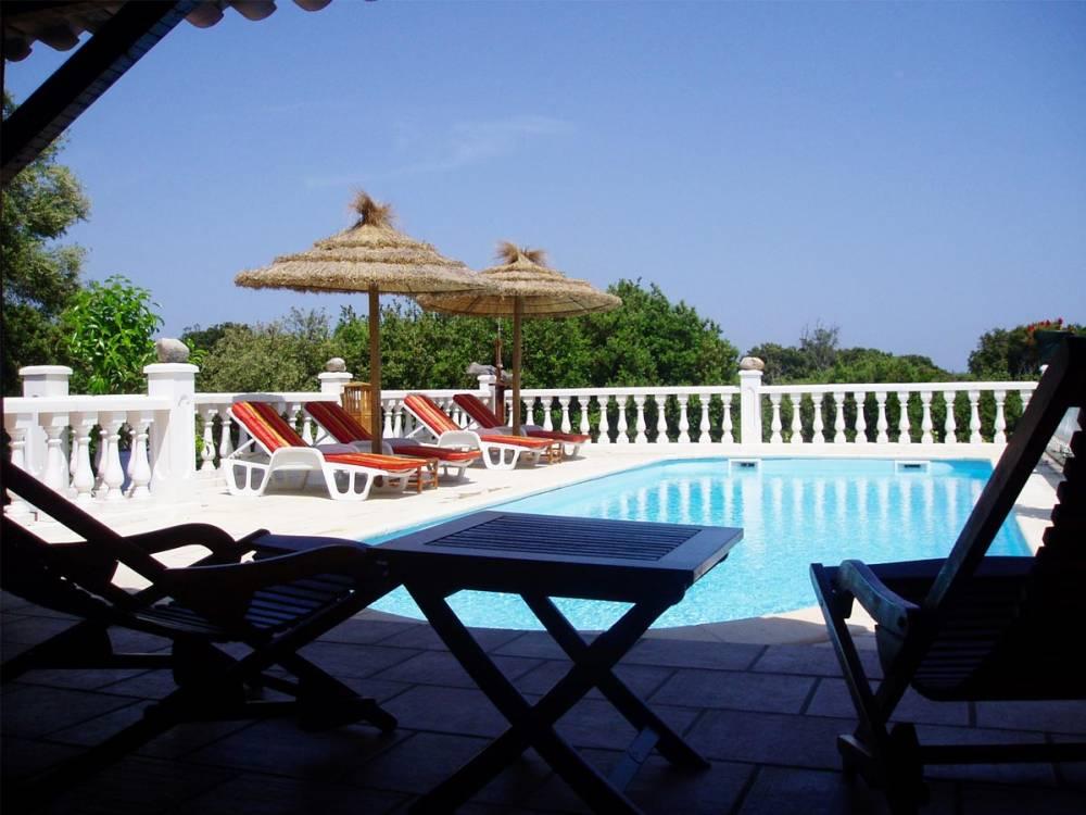 Location villa avec piscine priv e a bonifacio en corse du sud for Gite corse du sud avec piscine