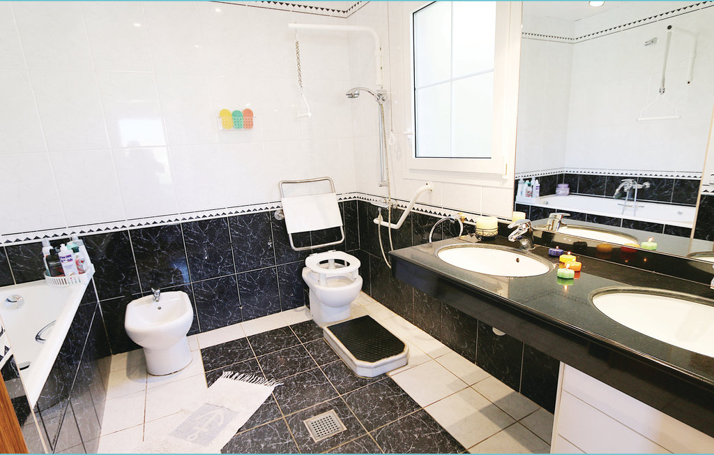 Location villa barcelone canet de mar - Villa barcelone avec piscine ...