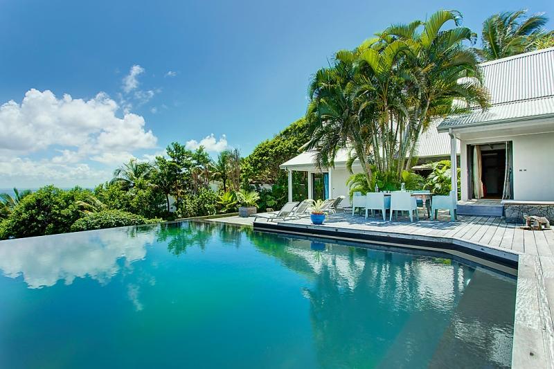 Location villa luxe guadeloupe sainte anne 300 m de la for Club piscine st jerome telephone