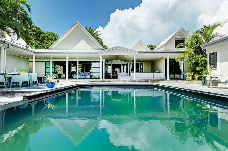 Location villa luxe guadeloupe sainte anne 300 m de la for Hotel design guadeloupe