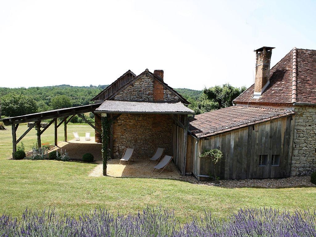 Aquitaine dordogne perigord p rigueux gite location for Maison dordogne avec piscine