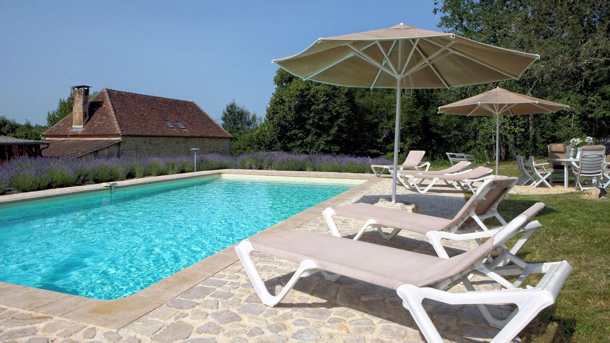 Aquitaine dordogne perigord p rigueux gite location for Piscine 18eme
