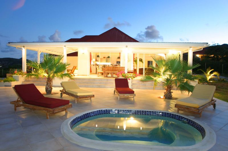 St martin baie orientale villa de luxe location villa de luxe avec piscine surplombant la baie for Villa de luxe canada