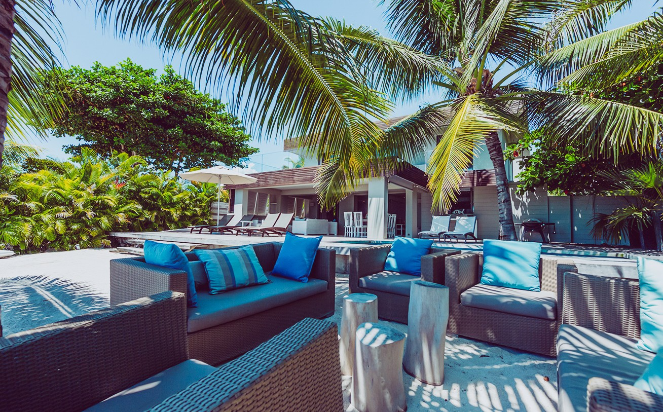 location villa ile maurice pieds dans l 39 eau pereybere. Black Bedroom Furniture Sets. Home Design Ideas