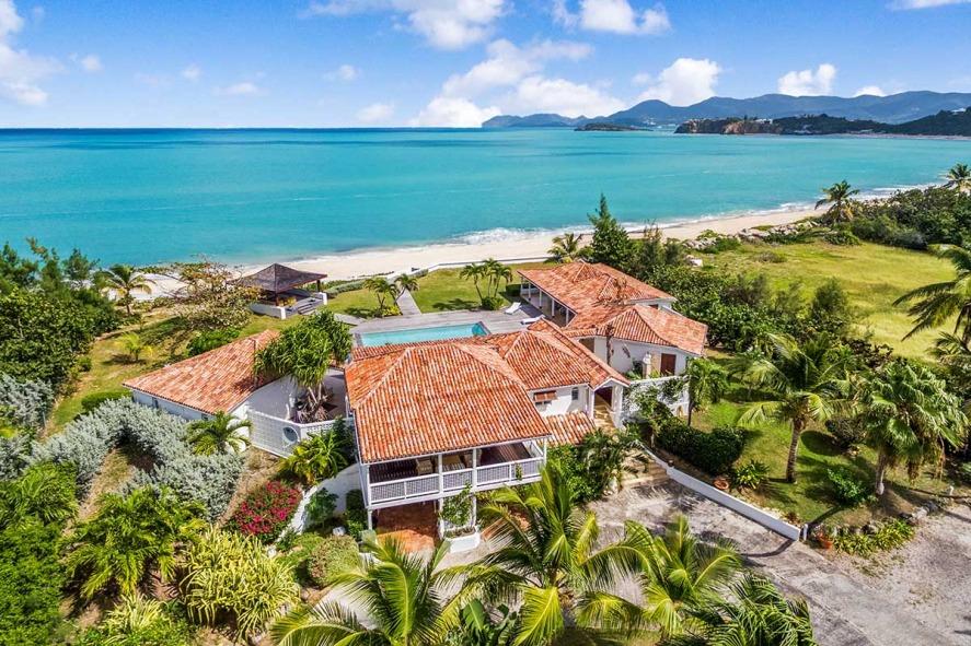 Location villa de luxe piscine priv e plage de baie rouge for O piscines de martin saintes