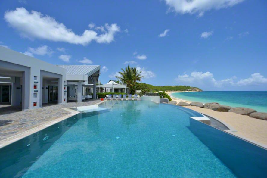 location villa de luxe sur la plage piscine priv e saint. Black Bedroom Furniture Sets. Home Design Ideas