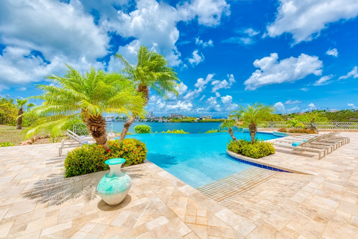 location villa de luxe piscine priv e sur la plage saint martin. Black Bedroom Furniture Sets. Home Design Ideas