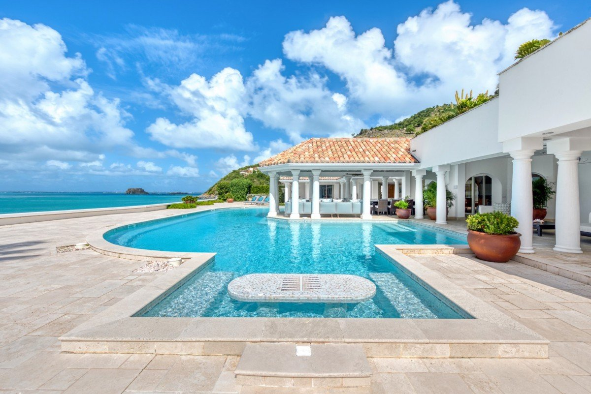 Location villa de luxe sur la plage piscine priv e saint for Location villa ile de re avec piscine