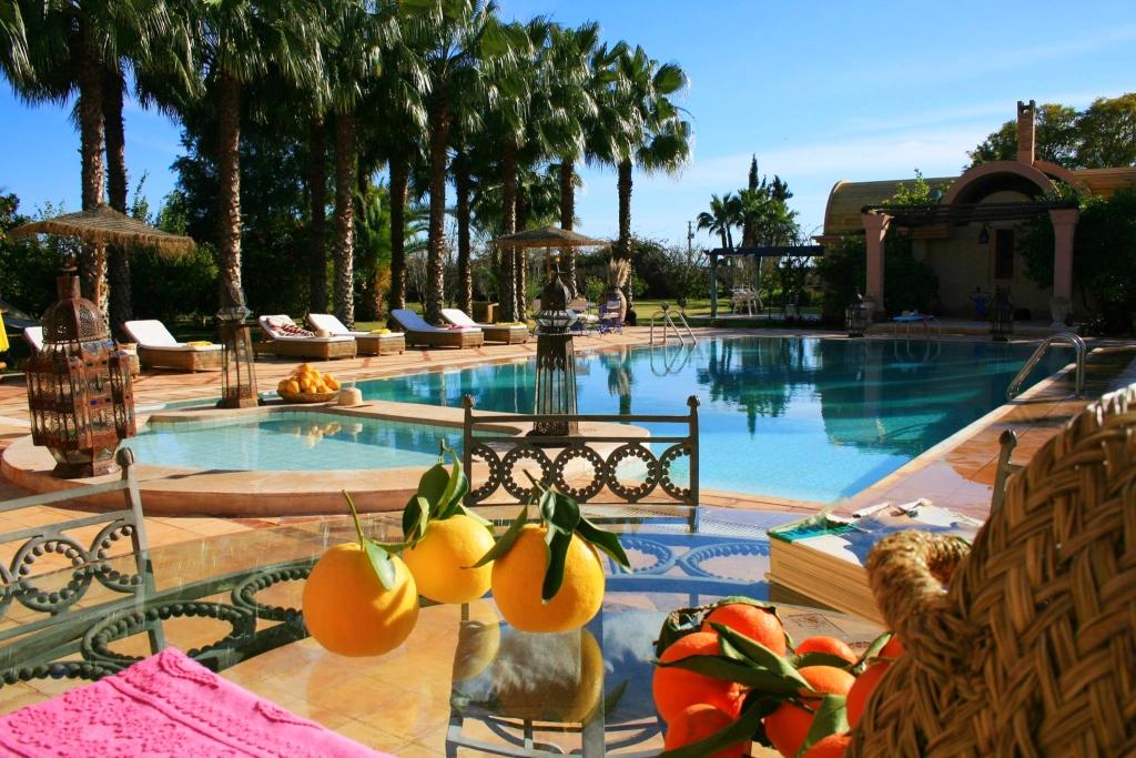 location riad marrakech avec piscine et personnel